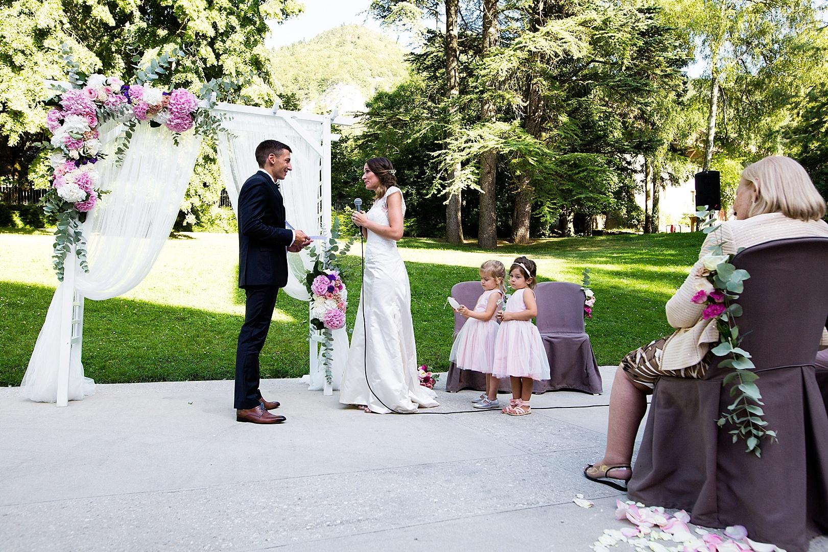 cérémonie laïque arche fleuriste mariage chateau de Vallery Paris décoration florale fleurs mariage mariage fleurs d'un jour