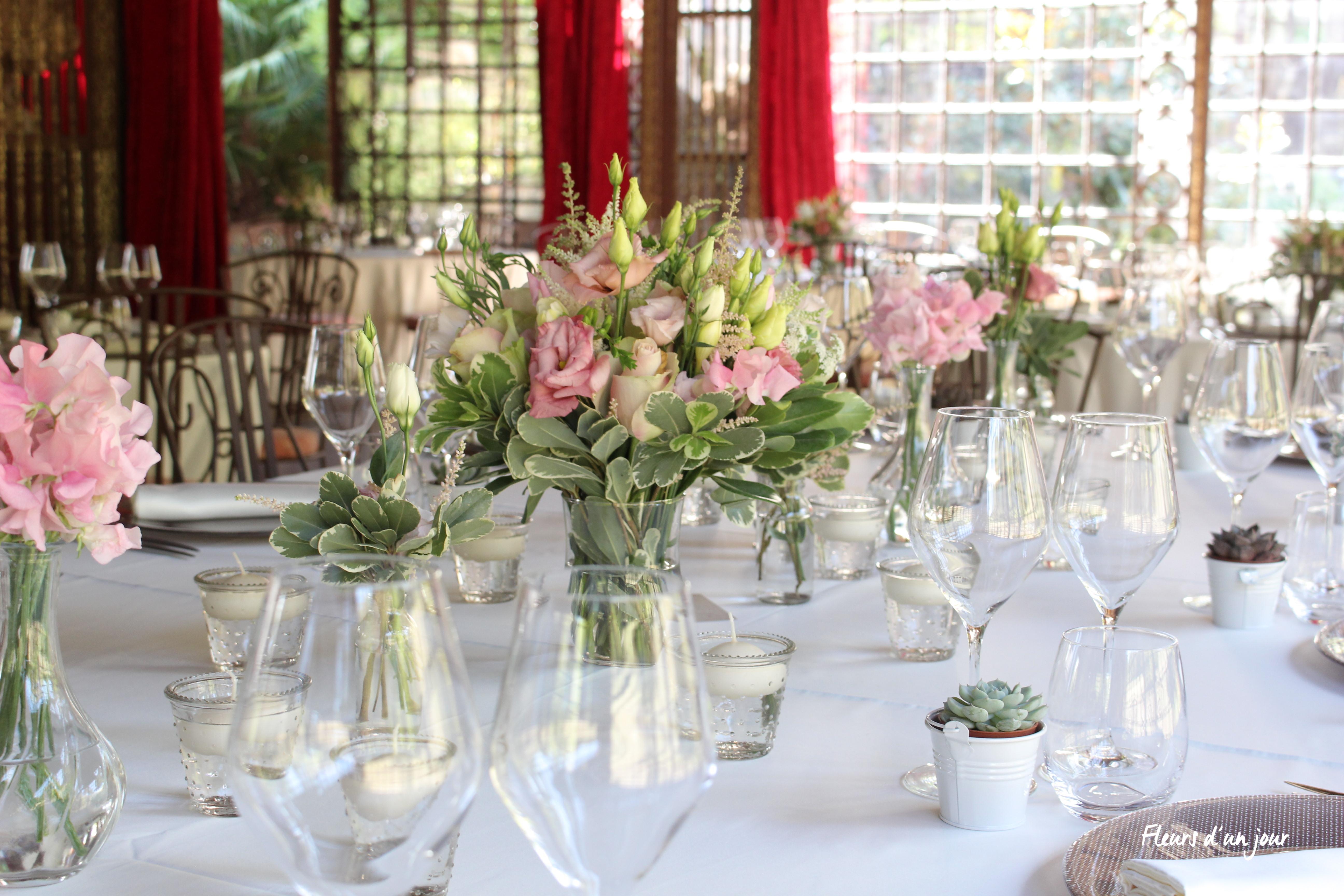chandelier table mariage château de Vallery, salon des musiques, décoration florale, mariage,