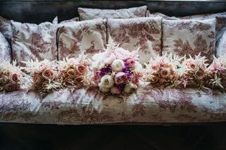 bouquet de mariée et demoiselle d'honneur château de Vallery Mariage au château de Vallery fleuriste mariage fleuriste château de Vallery decor floral design floral fleurs d'un jour