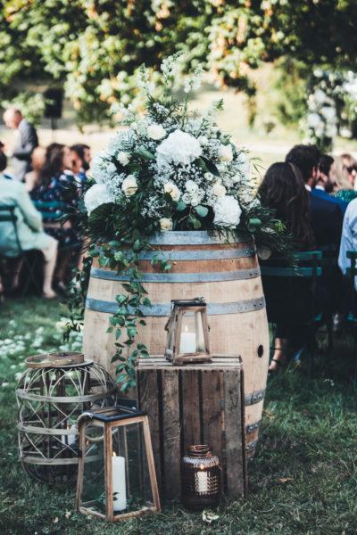 composition florale vase mécidis roseraie au chateau de Vallery Mariage au chateau de Vallery Cérémonie laïque au chateau de Vallery décoration florale fleuriste chateau de Vallery Fleurs d'un jour www.fleursdunjour.fr