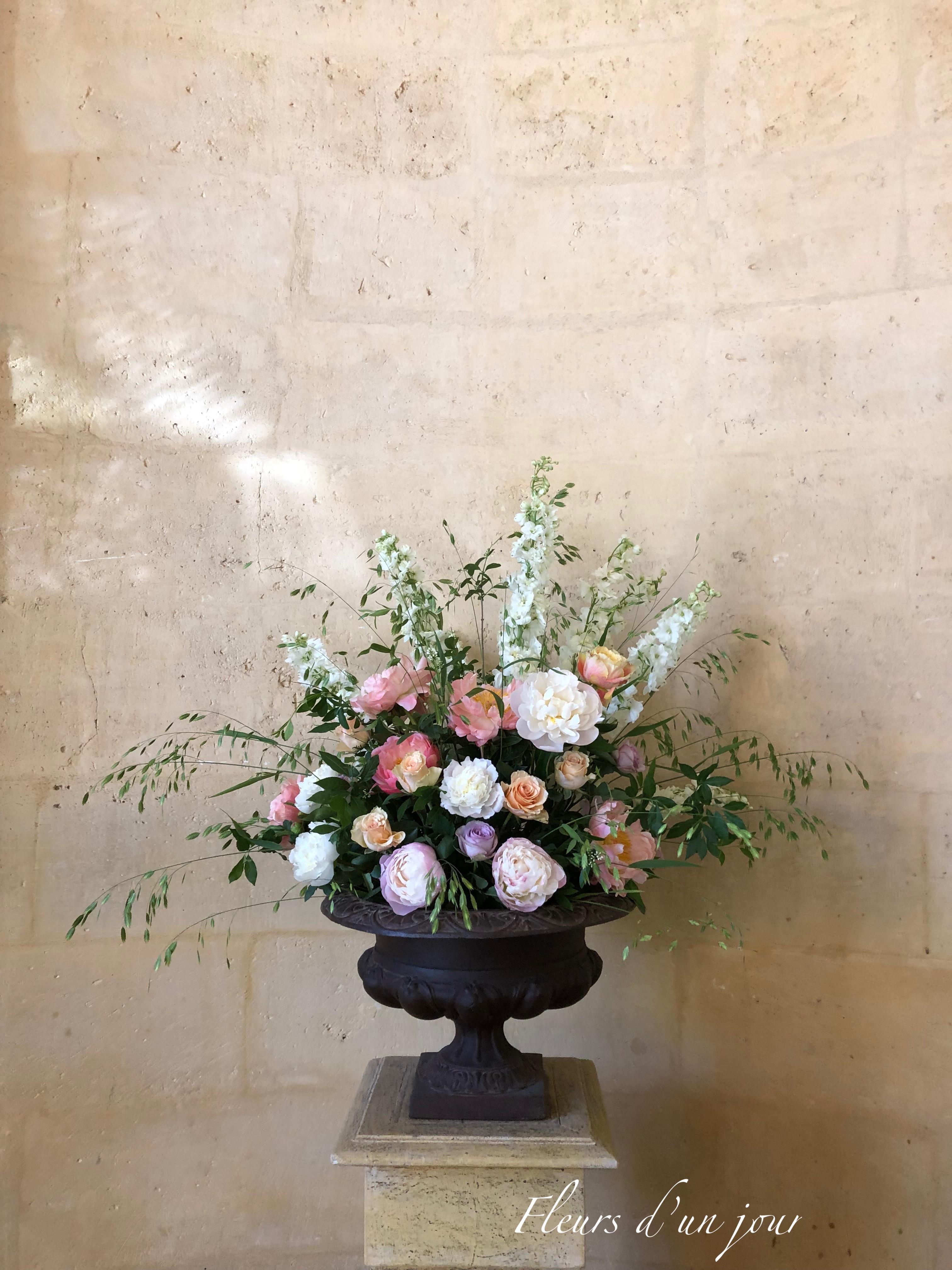 composition florale vase Médicis château de Vallery mariage décoration florale wedding design fleurs d'un jour