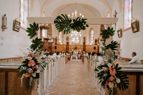 Eglise château de Vallery bouquet de mariée château de Vallery mariage au château de Vallery design floral aurélie lafond doligniere fleurs d'un jour mariage décoratrice mariage grande galerie château de Vallery