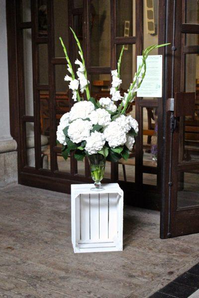 composition florale église