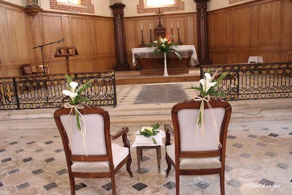 Eglise de Vallery Bout de banc Chateau de Vallery Décoration mariage Décoration florale mariage Fleurs mariage Fleurs d'un jour