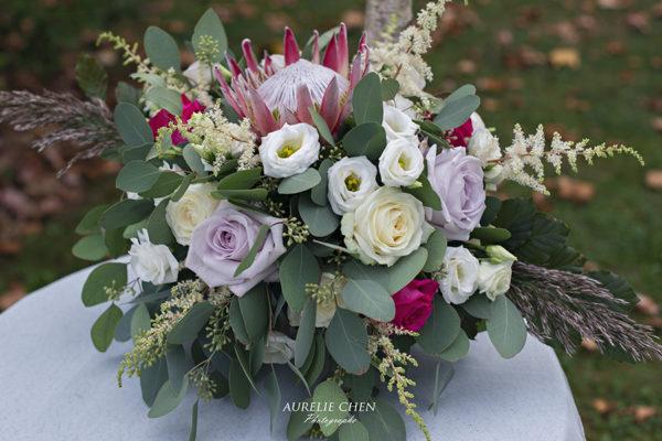 composition florale Bout de banc mariage houppa mariage décor floral decoration mariage écuries du Gatinais composition florale écuries du Gatinais fleurs d'un jour design mariage
